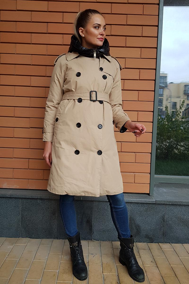 пуховик-пальто бежевого цвета с бронзовой фурнитурой