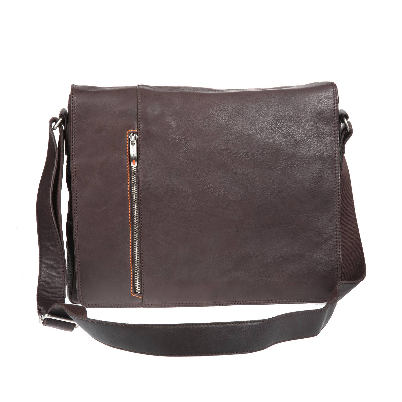 5922126e56fb 12 трендов в мужских сумках с недели моды в Париже